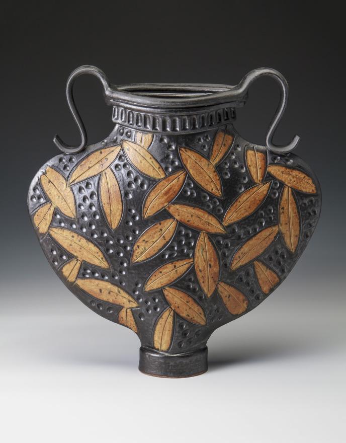 Flat Round Vase – Black