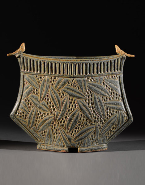 Sage vessel with Birds