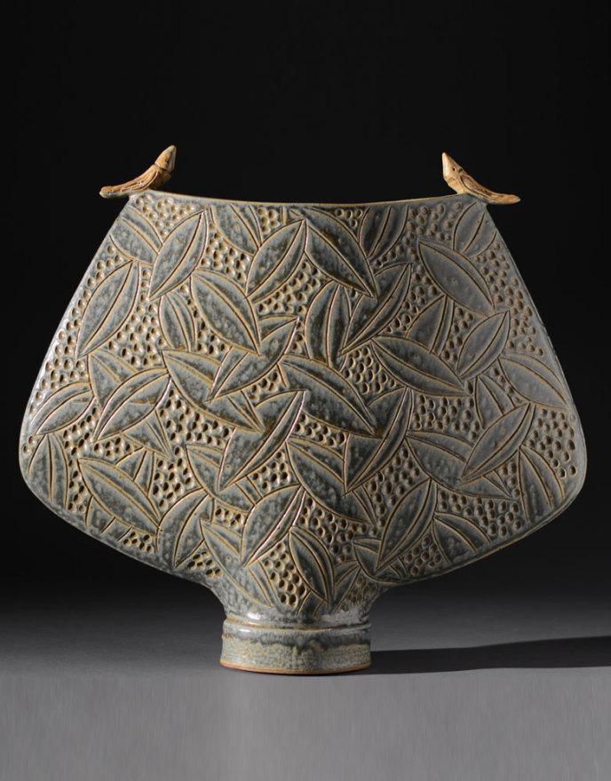 Sage vessel with birds
